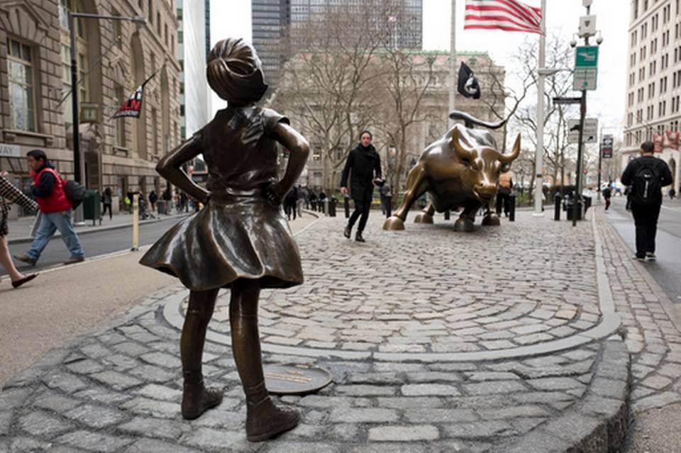 مجسمه دختر بی پروا